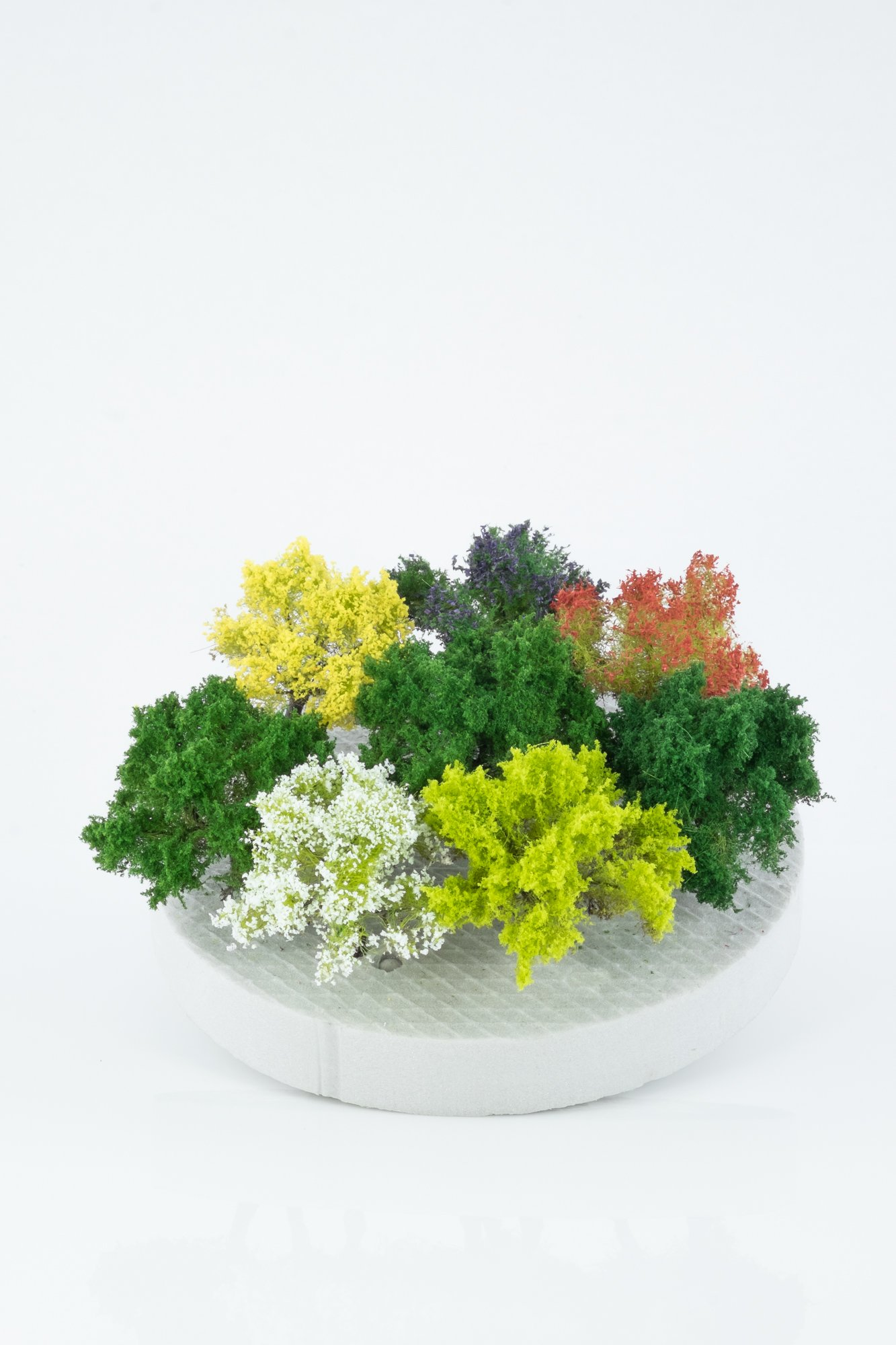 Seven types of, model bushes. Size from 2 to 4 cm. Made from high quality model supplies by Primo Models.