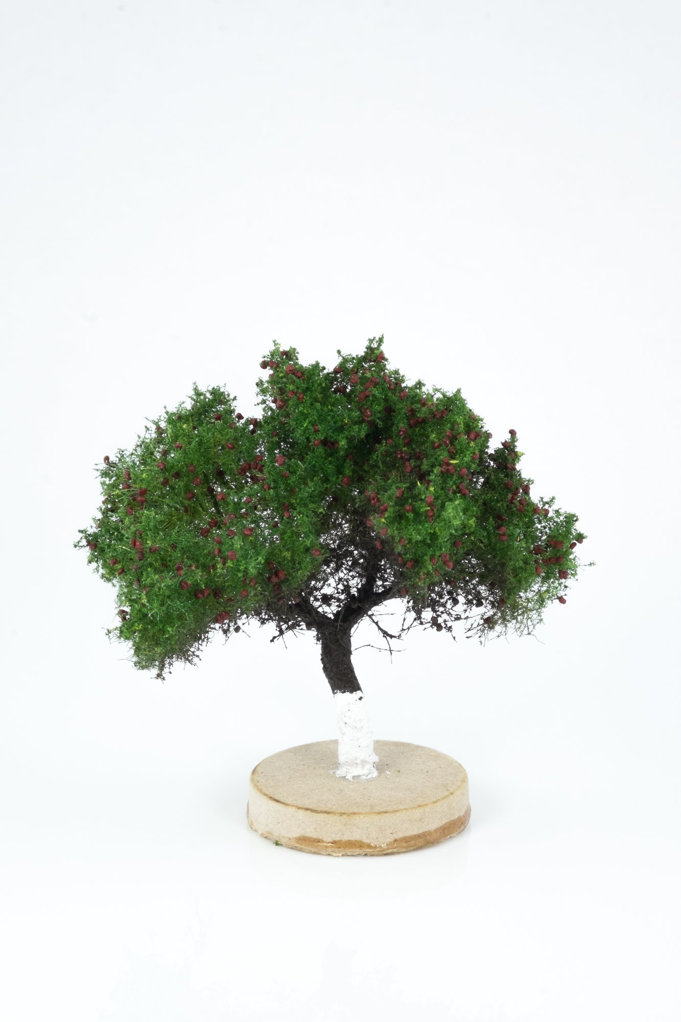Hand-made, green apple tree model. Size between 6 and 8 cm. Made from high quality model supplies by Primo Models.