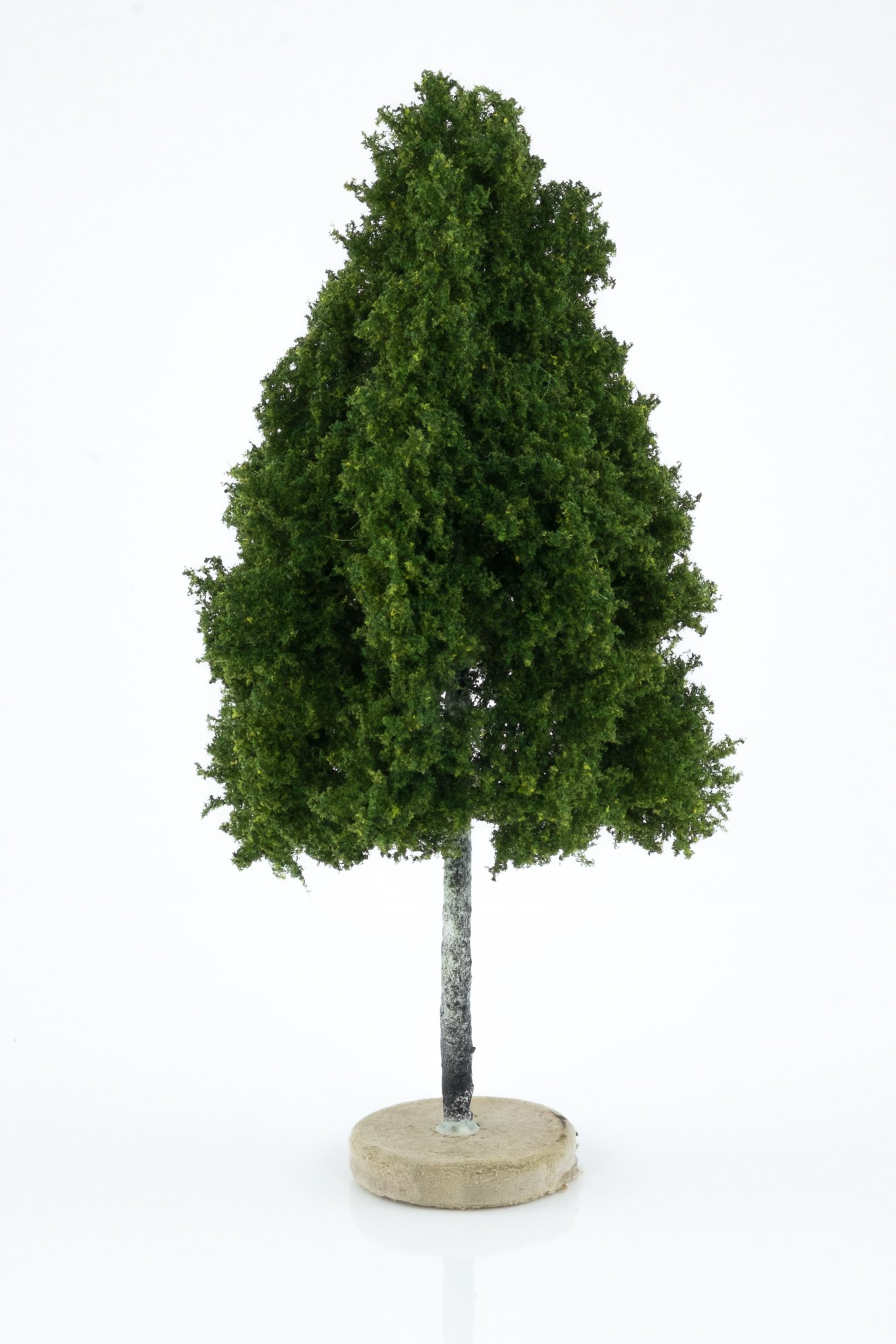 Hand-made, green, birch tree model. Size between 14 and 16 cm. Made from high quality model supplies by Primo Models.