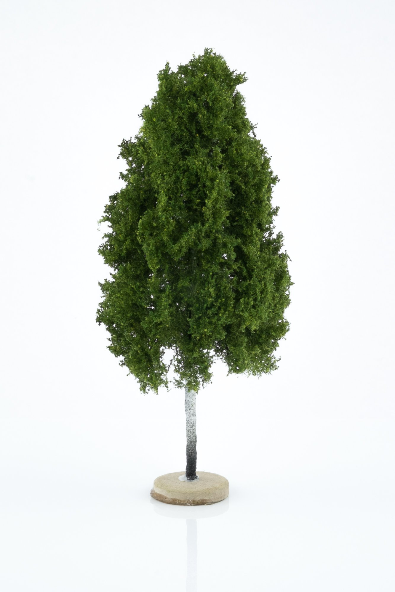 Hand-made, green, birch tree model. Size between 18 and 20 cm. Made from high quality model supplies by Primo Models.