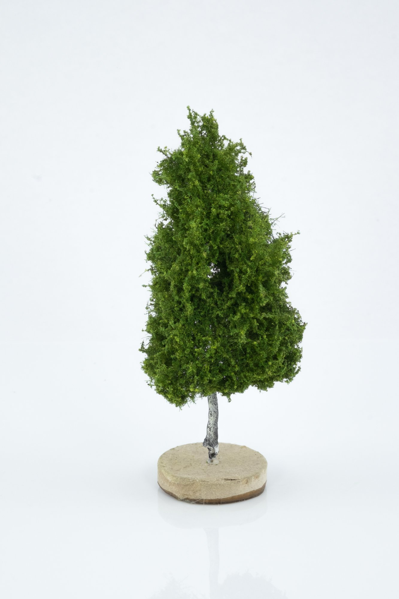 Hand-made, green, birch tree model. Size between 8 and 12 cm. Made from high quality model supplies by Primo Models.
