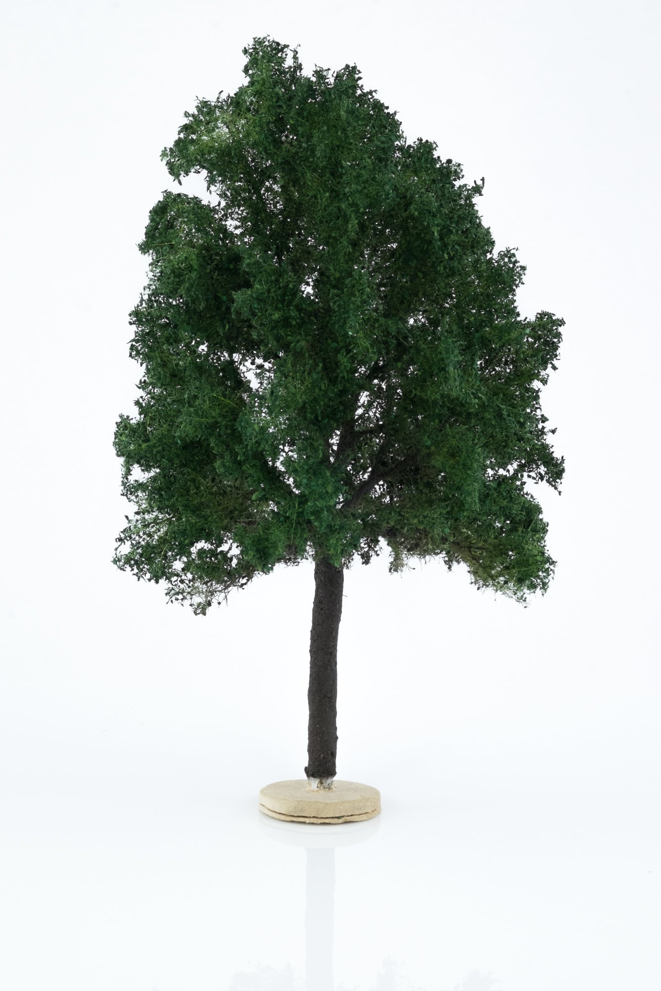 Hand-made, green, chestnut tree model. Size between 18 and 20 cm. Made from high quality model supplies by Primo Models.