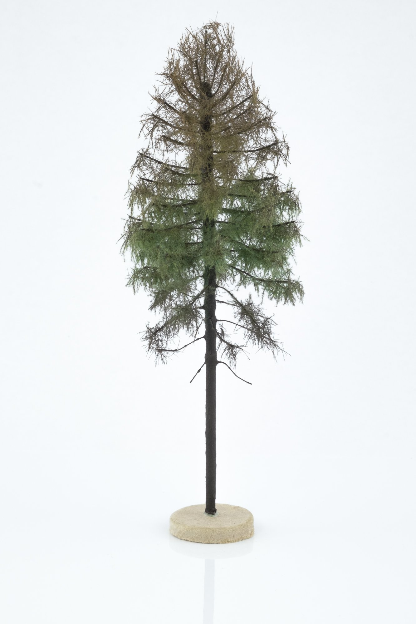 Hand-made, green, Dry larch tree model. Size between 18 and 20 cm. Made from high quality model supplies by Primo Models.