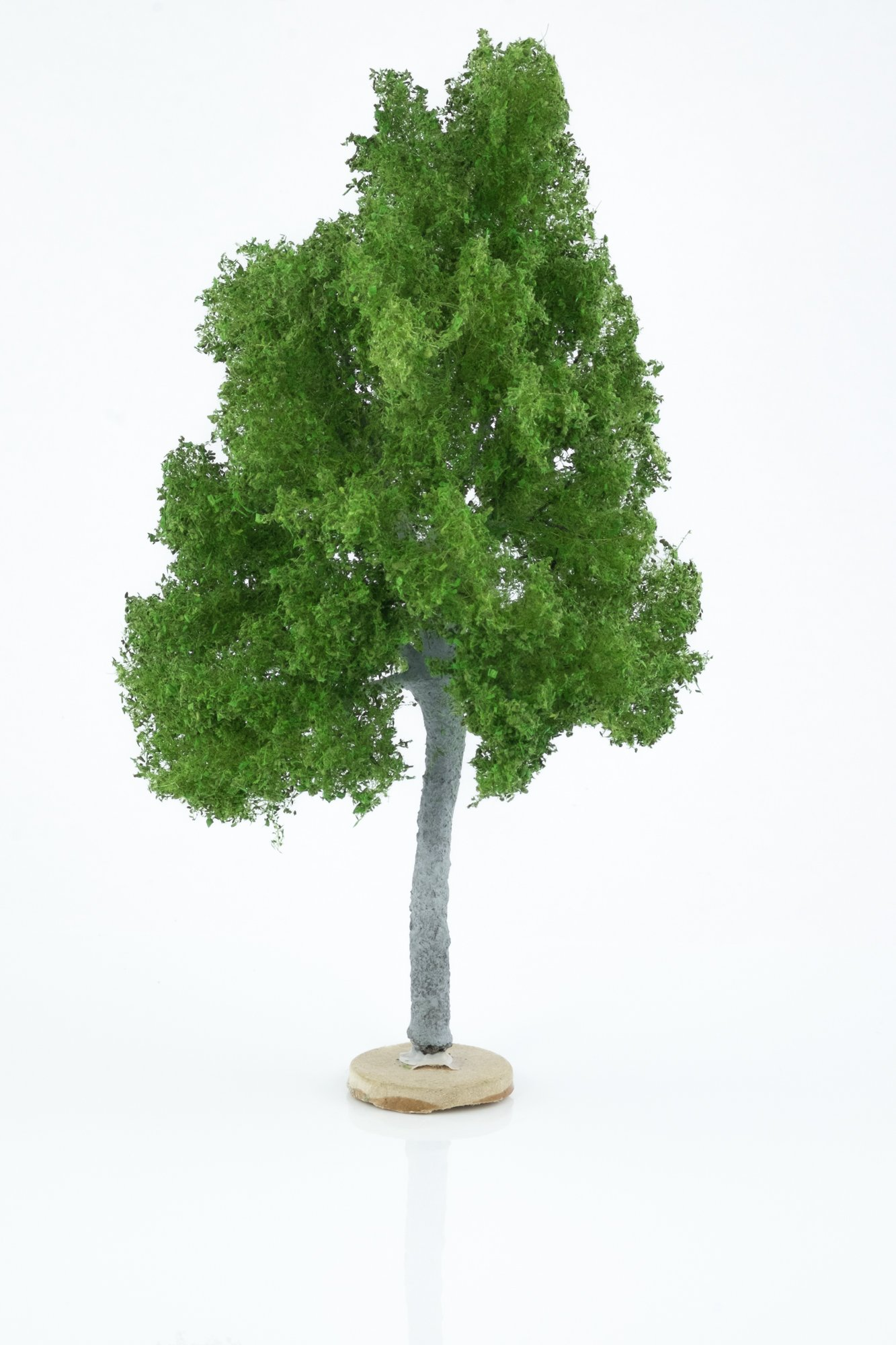 Hand-made, green, maple tree model. Size between 18 and 20 cm. Made from high quality model supplies by Primo Models.