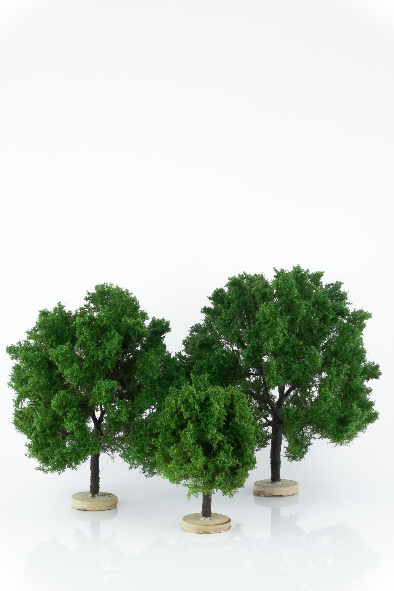 Three, green, oak model trees. Size from 8 to 17 cm. Made from high quality model supplies by Primo Models.