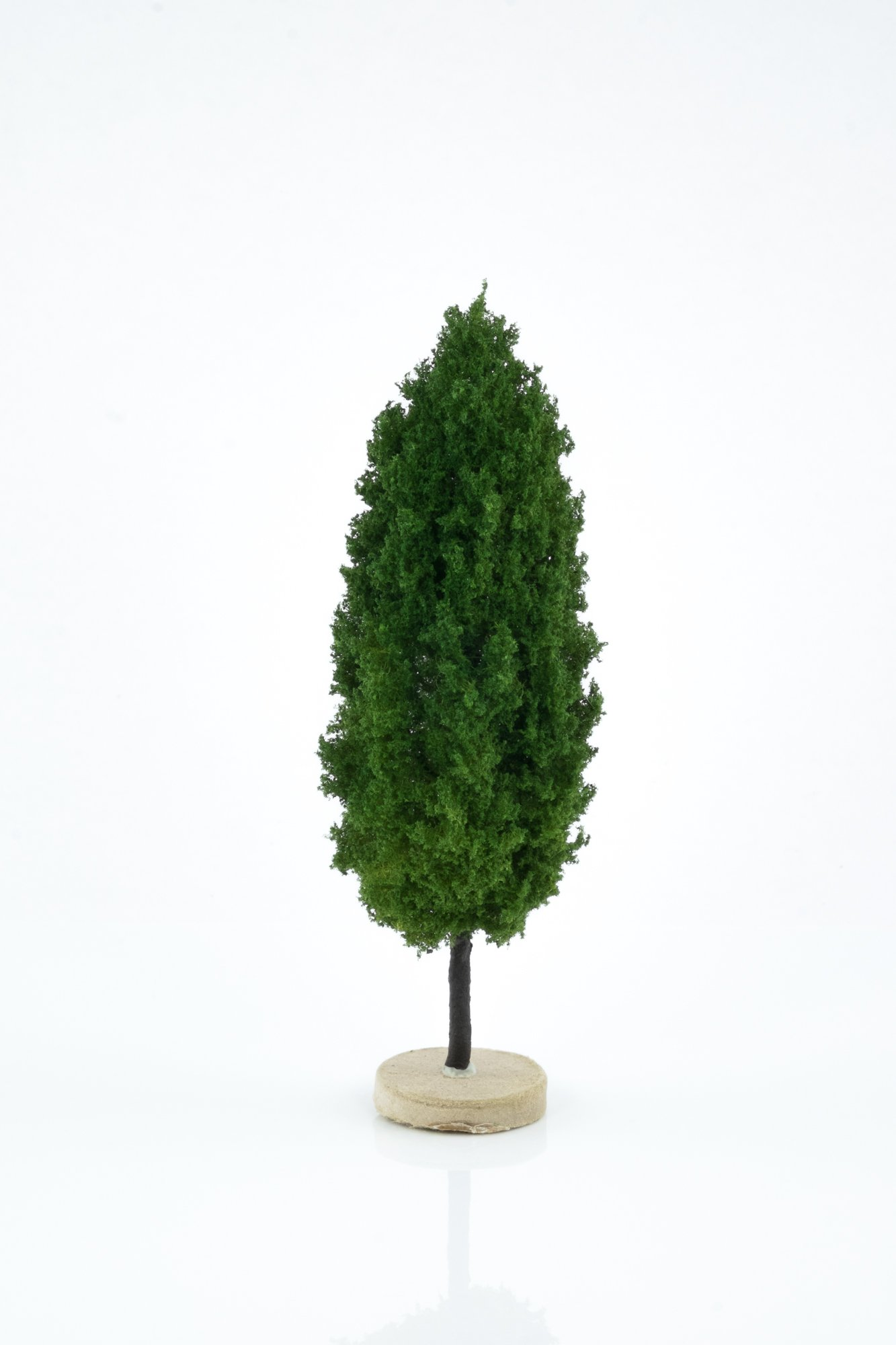 Hand-made, green, poplar tree model. Size between 14 and 16 cm. Made from high quality model supplies by Primo Models.