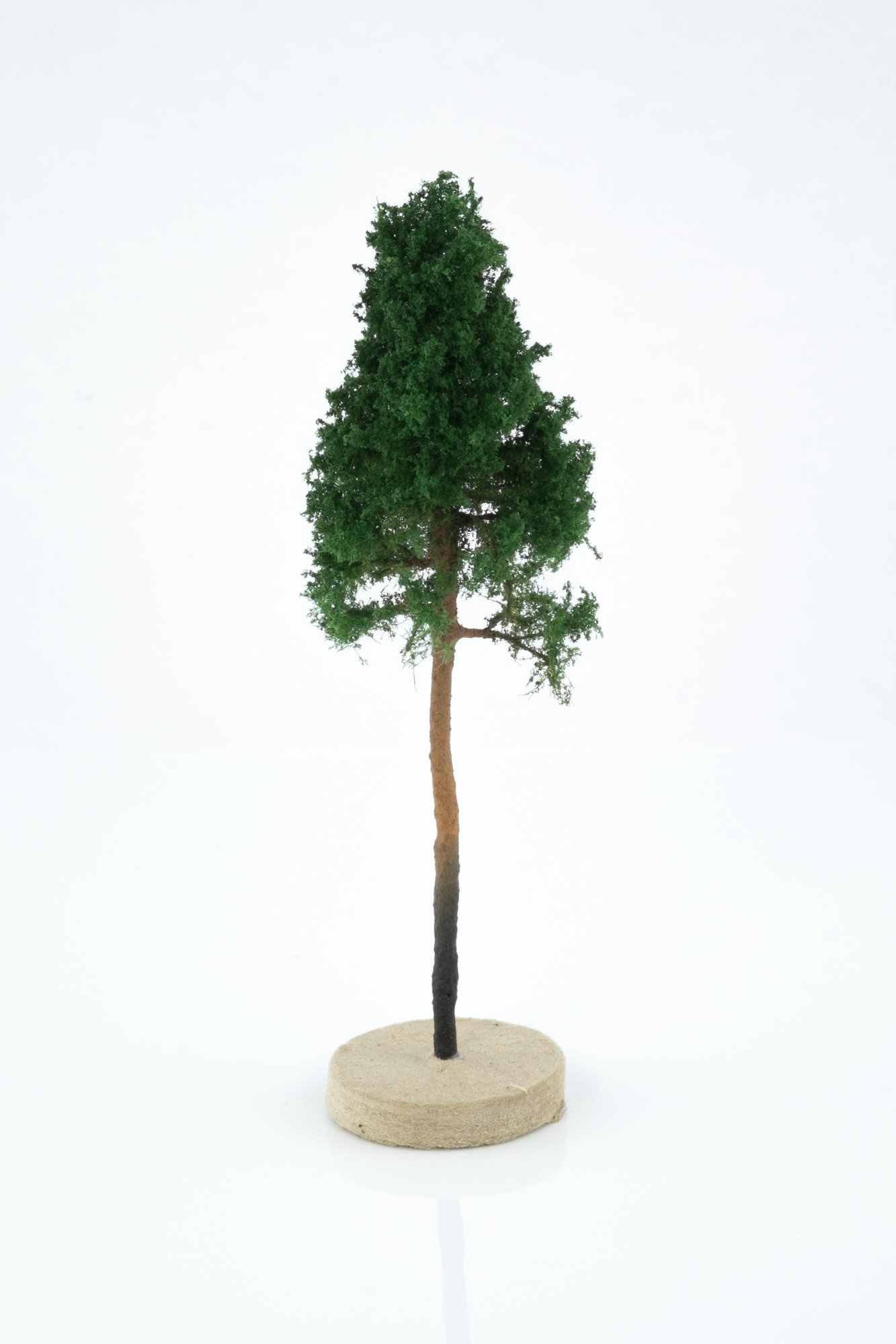Hand-made, green, young pine tree model. Size between 8 and 12 cm. Made from high quality model supplies by Primo Models.