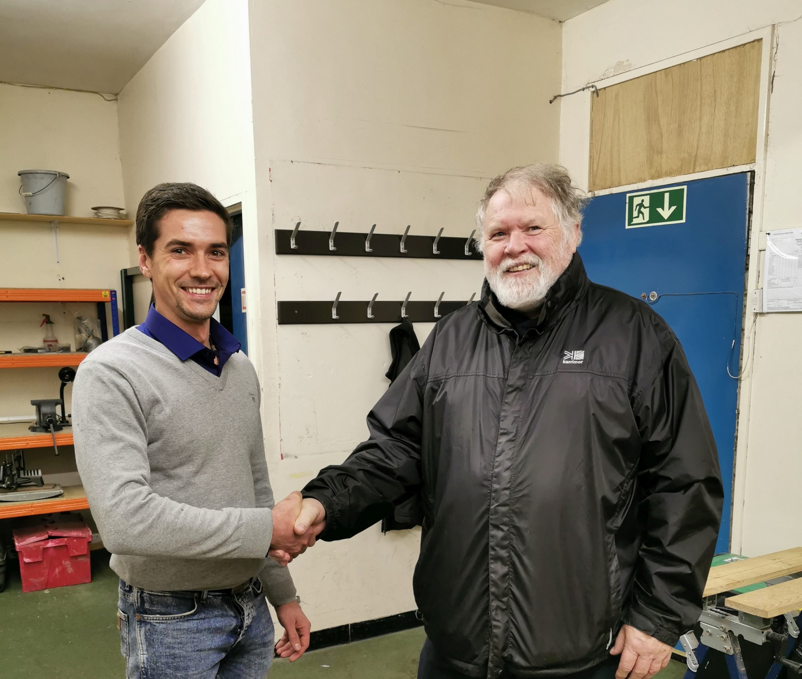 Primo models director shaking hand with the Dundee Club chariman.